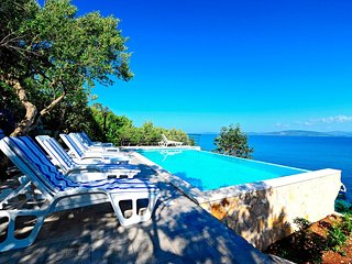 Villa jadranka with swiming pool and private beach near Split