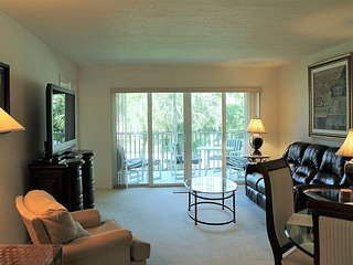 WALKING DISTANCE TO BEACH! 2 BED 2 BATH CONDO!, Marco Island