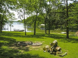 Upscale 3BR on Old Hickory Lake w/ Private Dock & Hot Tub, Close to Nashville