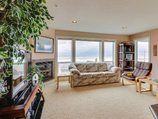 Modern condo w/ gas fireplace & gorgeous views - 1 min walk to beach!
