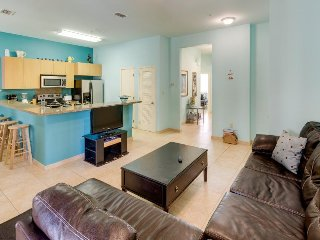 Modern condo with shared pool & hot tub, 5 minute walk to beach!