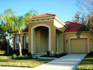 Bella Vida - Pool Home 4BD/3BA Near Disney - Sleeps 10 - Gold