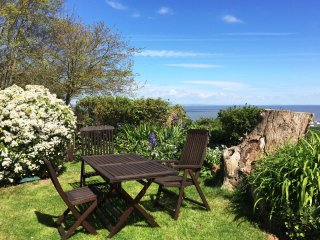 Oak Bungalow, Blue Anchor - Sleeps 3 - sea views - private garden - accessible