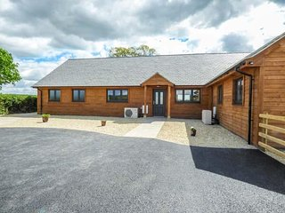 RECTORY FARM LODGE, ground floor, modern, WiFi, dishwasher and washing machine,