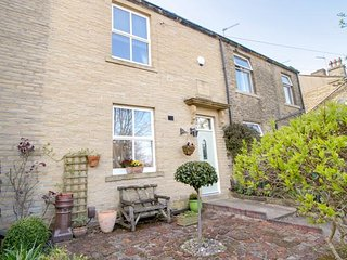 BUTTERFLY COTTAGE, 18th century Victorian terrace, bright and spacious, bedroom, Clayton