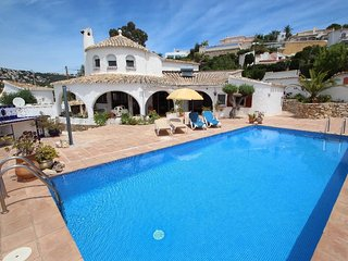 La Paloma - pretty holiday property with garden and private pool in Baladrar