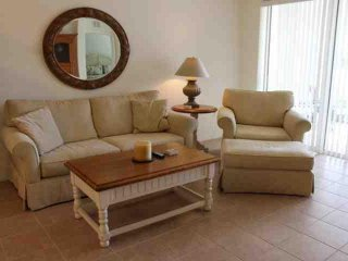 Updated 2 Bedroom Colonial Country Club Condo, Fort Myers