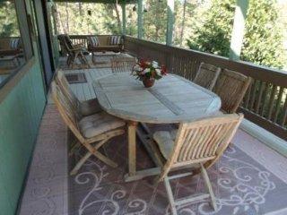 Modern, rustic house w/ community pool & golf, near lake access & Yosemite!