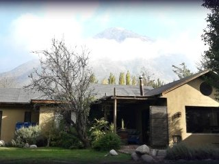 Casa tipo lodge,Cajón del Maipo,  precioso jardín rodeado de montañas, hot tub