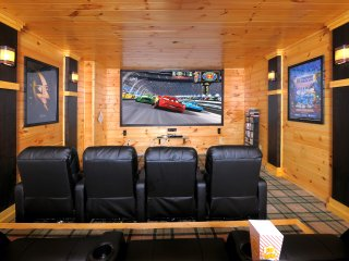 Brigadoon V - Fantastic Theater Room(10' screen), Game Room, Hot Tub, Spacious!!