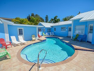 NEW EVERYTHING Luxury King Villa #2 on Siesta Key! Walk to the beach Pool