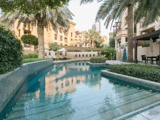 Stunning Pool View ! 2BR near Dubai Mall
