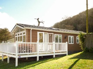 LODGE 6, delightful lodge on quiet holiday park, all ground floor, close to