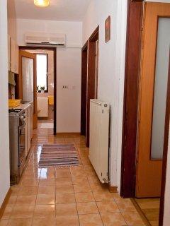 A4 prvi kat do vrta (4): hallway