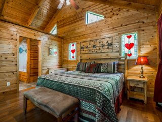 Your Romantic Getaway Starts Here! Hot Tub, Jacuzzi, Walking Trails and Gardens