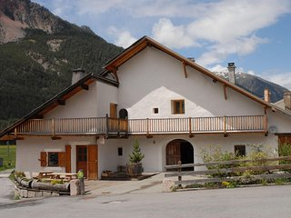 Beautiful 6 bedroom Chalet with 6 bathrooms, Montgenevre