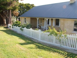Hillside Cottage... a beautiful 1843 cottage with 3 ensuite bedrooms. (Sleeps 8)