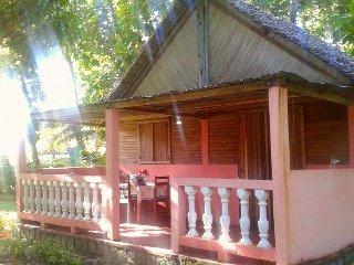 Maison meublée et équipée avec jardin sur l'île Sainte-marie
