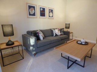 Cute and Central Mosman Lifestyle Apartment MILIB