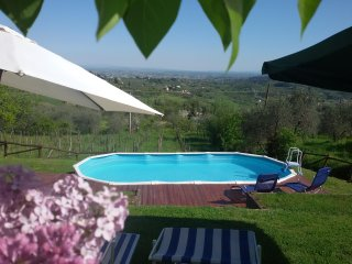 TRIFOGLIO LUCCA stunning view, pool garden private / with 2 bedroom ; 6 sleeps