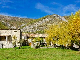 Le Hameau des Liesses Chambres d'hôtes, Chateauneuf-Miravail