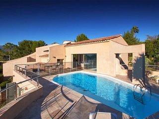 Villa d'architecte avec piscine dans l'arrière-pay, Mouans-Sartoux