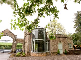 GATEHOUSE ADAM LODGE IN A STUNNING SETTING, Leominster