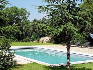 Deux-pieces avec terrasse, dans un mas provencal