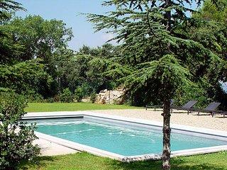 Studio avec terrasse, dans un mas provençal