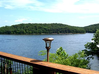 State Park - Lakeside Condo - Perfect for Four