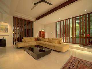NGOMFIVILLA - Luxury Retreat in midst of Bali !