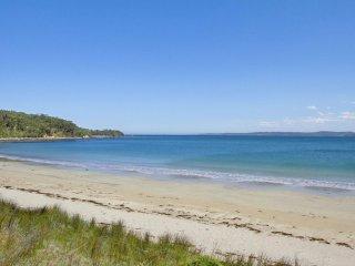 18 Hibiscus Close Beach Front Living