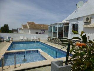 Haus mit Pool und Garten für Ferien mit Hund