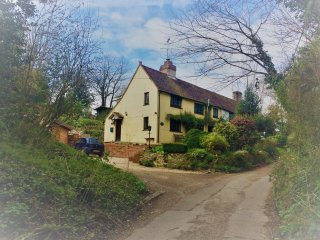 Lovely rural hideaway  with lovely views, close to south down walks.