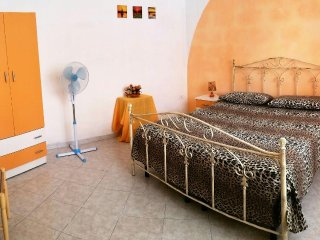 NICE AND CONFORTABLE HOUSE NEAR THE SEA AND THE DOWNTOWN, Santa Maria di Leuca