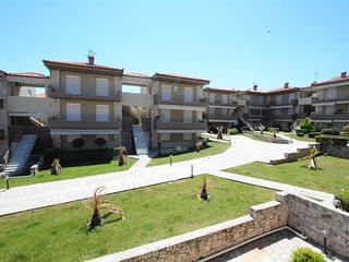 R77 Stylish apartment with a lawn yard!