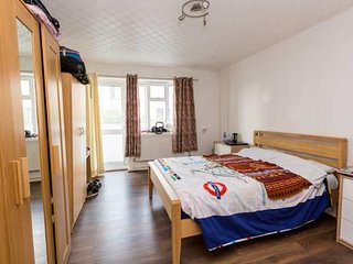 INCREDIBLE 4 BED APARTMENT SLEEPS UPTO 10 PEOPLE A