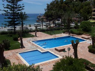 Apt w/ pool and wonderful sea view, Granada