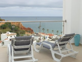 Beautiful 1 bedroom apartment with excellent sea views