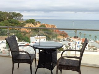 **New listing**Beautiful 1 bedroom apartment with excellent sea views