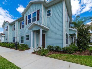 LUCAYA VILLAGE RESORT 4Bed 3Bath townhouse 6 miles to Disney from $128/night