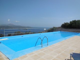 Sculptors Cottage, Aptera village with sea views and pool
