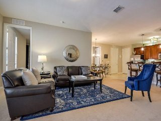 Deluxe Condo At Vista Cay Sleeps 6 close to clubhouse and Convention Center