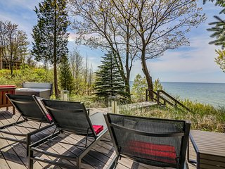 Modern waterfront cottage with hot tub and private beach, South Haven