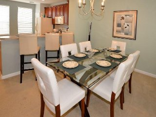 Luxury Retreat Townhome at Vista Cay resort close to OCC sleeps 6 to 8