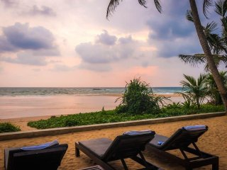 Blue Parrot Beach Villa, Directly On The Beach, 4G Unlimited Internet Accses.