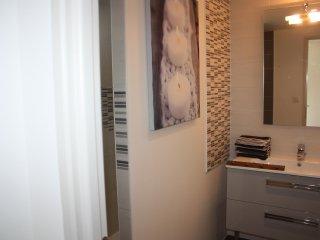 Salle d'eau en rdc avec douche italienne 140 et meuble vasque,