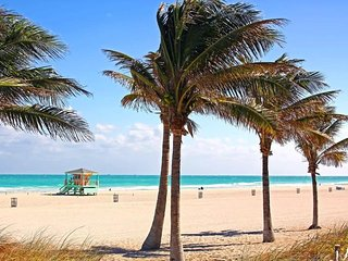 Lux PRIVATE Home 2 Blocks To Sand + FREE PARKING! Miami Film Month!!