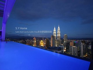5mins To KLCC ,KL Tower ,CIty Central  Pavillion LRT train 2B2R 9pax FREE WIFI
