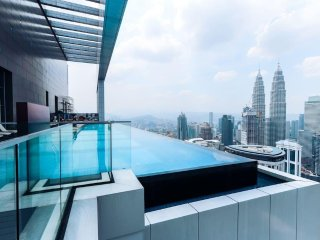 5 mins to KLCC &  KL Light Rail Transit  (2 Room/2Bath/8pax) Free Wifi  50'TV